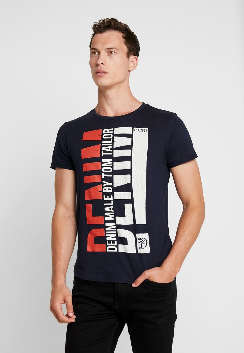 TOM TAILOR DENIM - TURNUP - Print T-shirt - sky captain blue