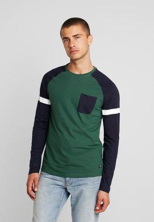LONGLSLEEVE CUTLINE - Langarmshirt - pineneedle green