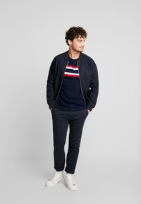 TOM TAILOR DENIM - WITH STRIPEMIX - Triko s potiskem - sky captain blue
