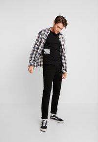 TOM TAILOR DENIM - T-shirt med print - black - 1