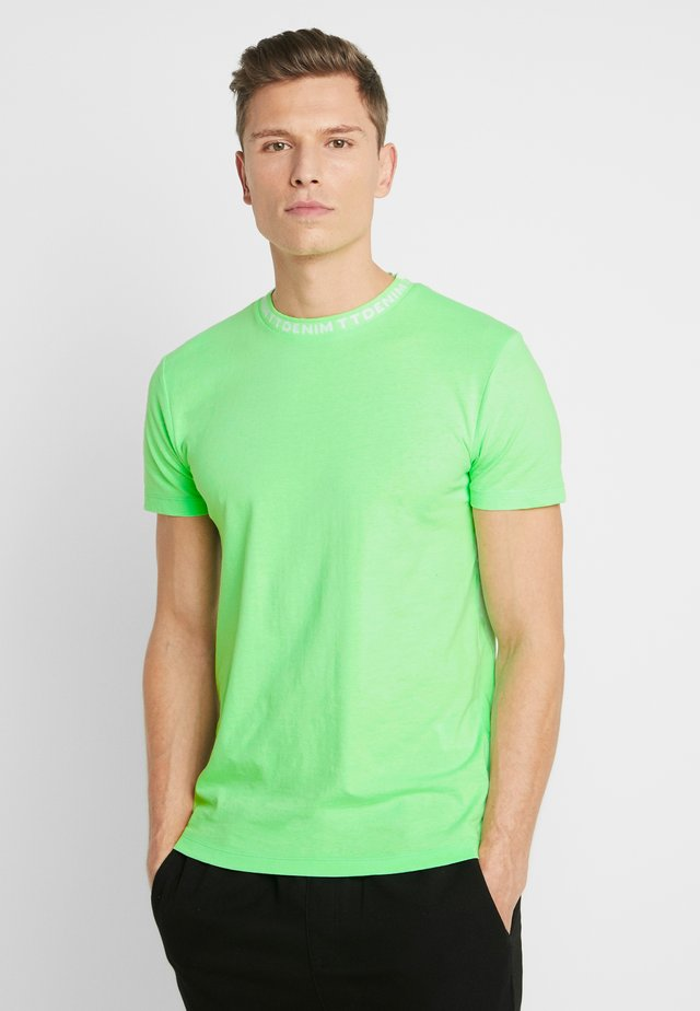 WITH COLLARWORDING - Jednoduché triko - neon lime green