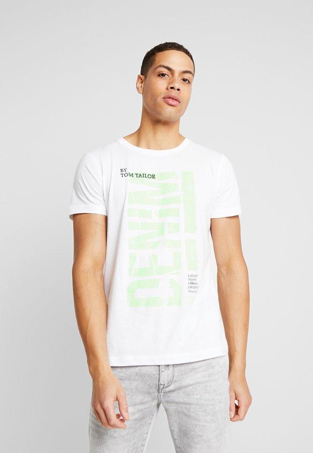 T-shirts med print - white