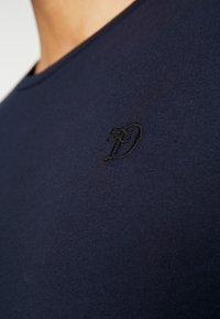 TOM TAILOR DENIM - PACKAGING 3 PACK - Basic T-shirt - sky captain blue - 4