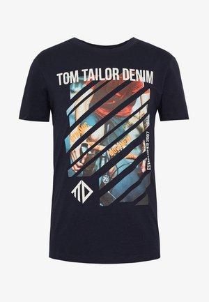 T-shirt z nadrukiem - sky captain blue
