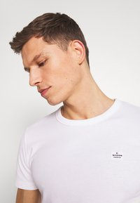 TOM TAILOR DENIM - Basic T-shirt - white - 4