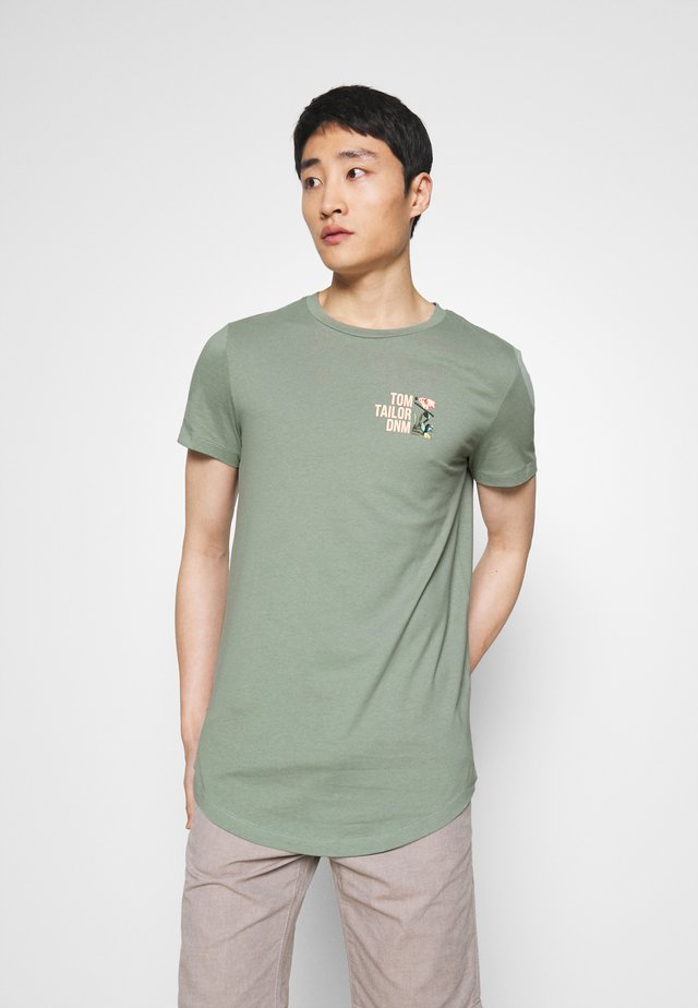 WITH CHESTPRINT - Print T-shirt - dusty leave green