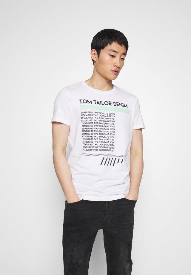 PRINT - Print T-shirt - white