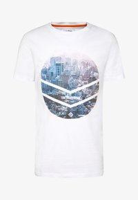 TOM TAILOR DENIM - WITH FOTOPRINT - T-shirt z nadrukiem - white - 4