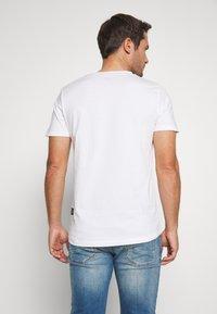 TOM TAILOR DENIM - WITH FOTOPRINT - T-shirt z nadrukiem - white - 2