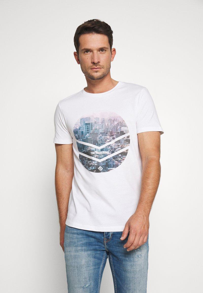 TOM TAILOR DENIM - WITH FOTOPRINT - T-shirt z nadrukiem - white