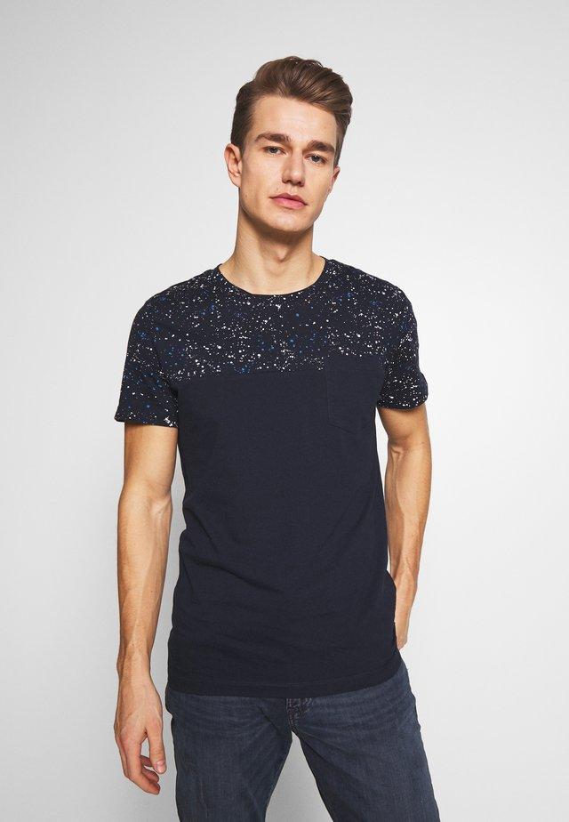 CUTLINE WITH PRINTMIX - T-shirt imprimé - sky captain blue