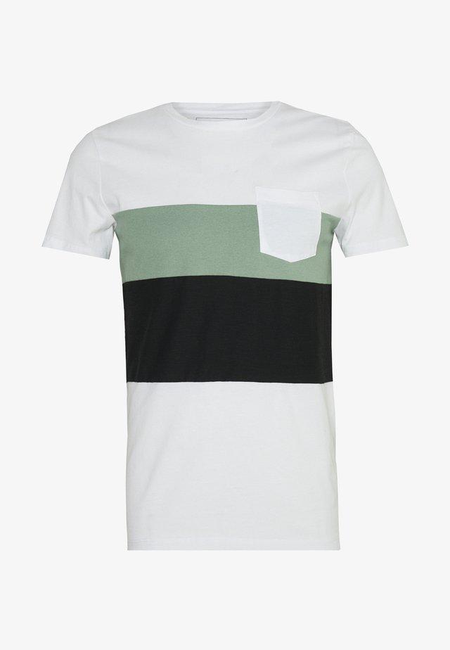 FABRICMIX - Print T-shirt - white