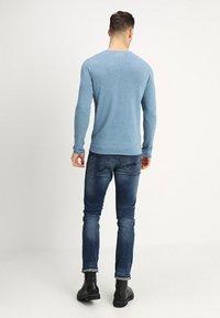 TOM TAILOR DENIM - CREW ROLLED EDGES - Jumper - faded blue melange - 2