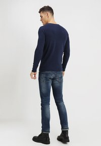 TOM TAILOR DENIM - CREW ROLLED EDGES - Stickad tröja - sky captain blue - 2