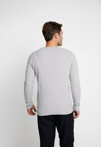 TOM TAILOR DENIM - ZIGZAG STRUCTURED CREWNECK - Stickad tröja - lava stone grey melange - 2