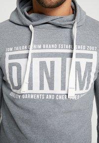 TOM TAILOR DENIM - HOODY CHESTPRINT - Luvtröja - heather grey melange - 4