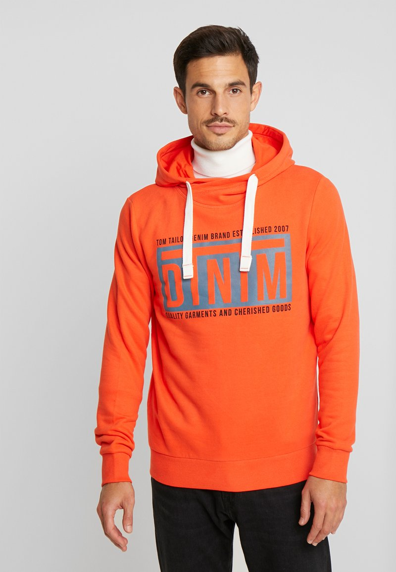 TOM TAILOR DENIM - HOODY CHESTPRINT - Hoodie - bright tangerine orange