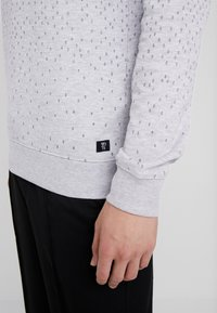 TOM TAILOR DENIM - MINIMAL CREWNECK - Sweatshirt - light stone grey melange - 3