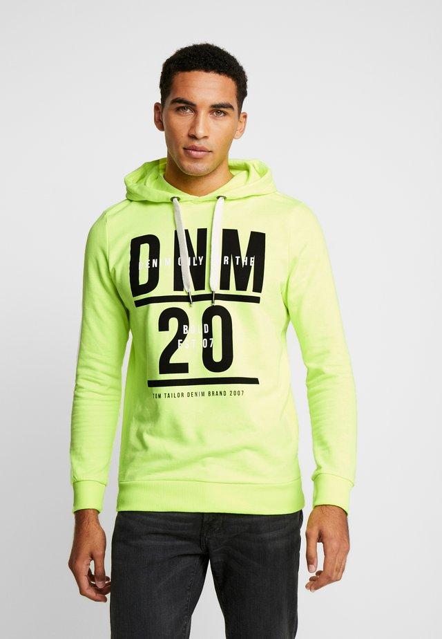 HOODY CHESTPRINT - Jersey con capucha - neon green