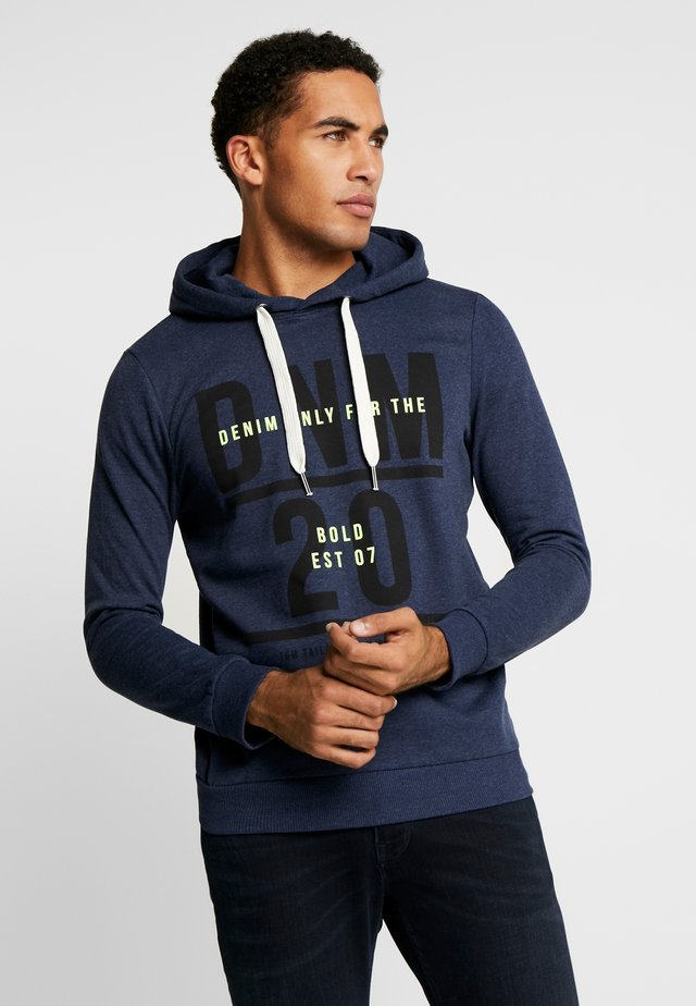 HOODY CHESTPRINT - Mikina s kapucí - sky captain blue