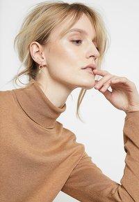 TomShot - EARRING TEARS - Pendientes - gold-coloured/jade - 1