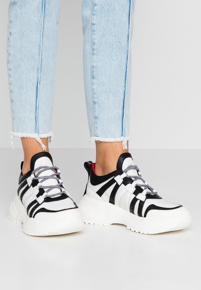 ORTENSIA - Sneakers basse - bianco/nero