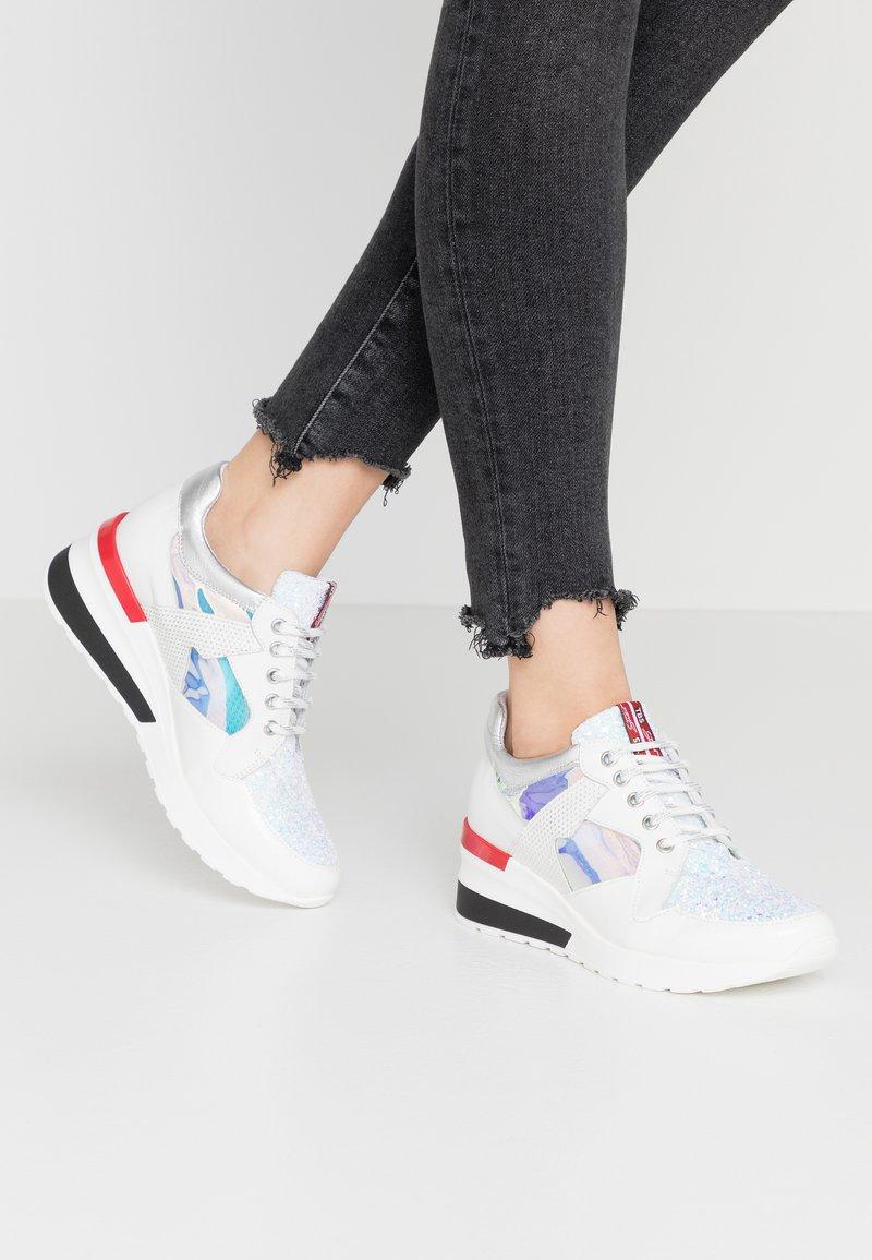 Tosca Blu - PRIMULA - Sneakers - argento