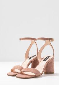 Tosca Blu - MAIORCA - Korolliset sandaalit - malva - 4