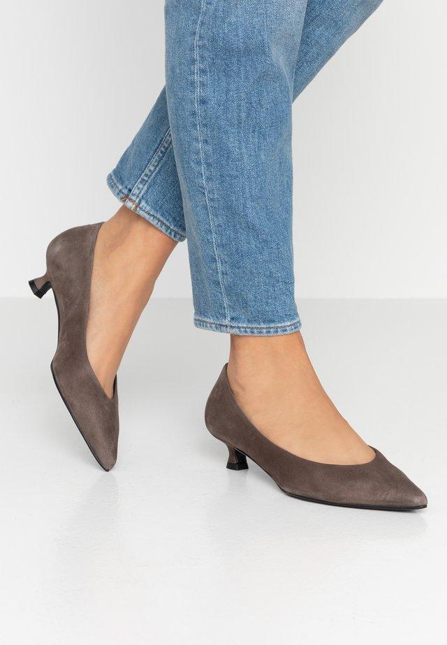 ROXY - Classic heels - tortora