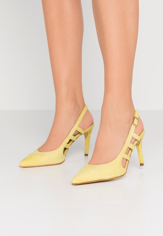 CORFU - High heels - giallo