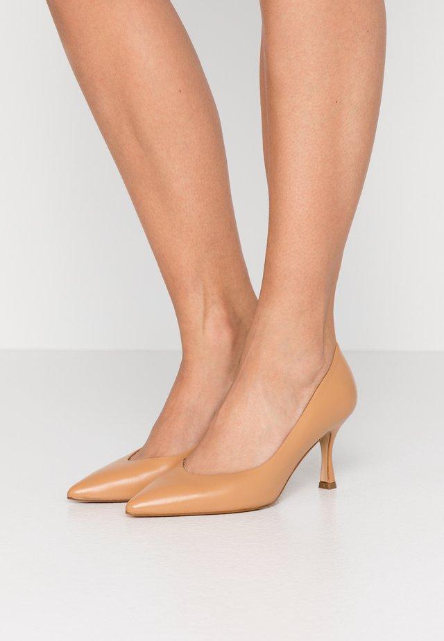 COOK - Classic heels - cognac