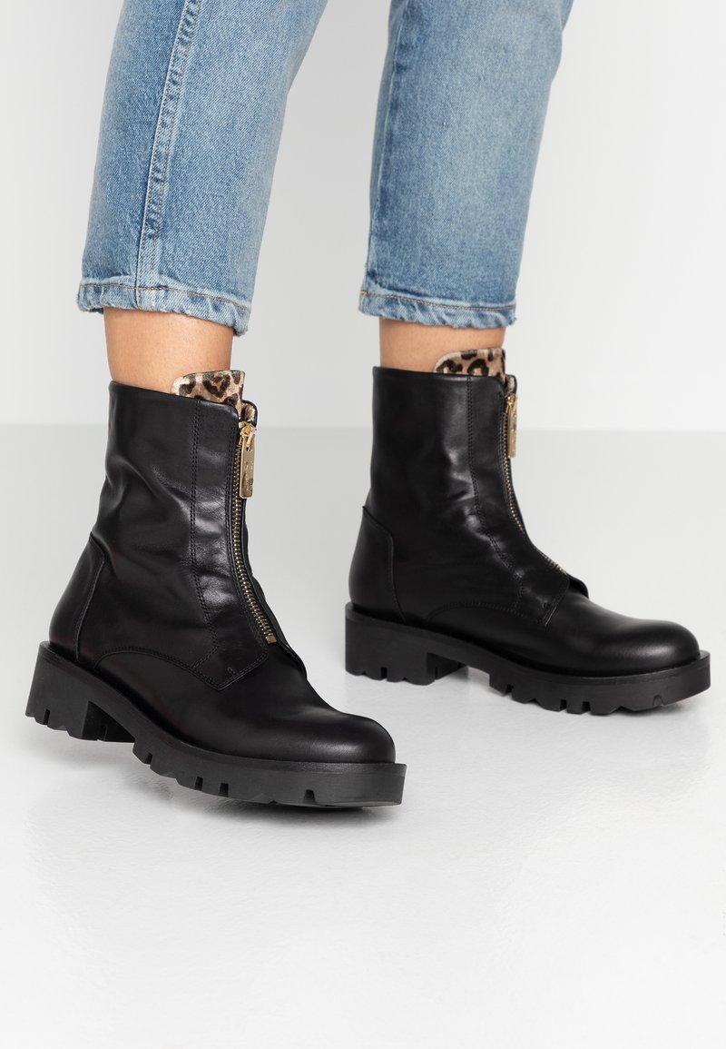 Tosca Blu - DIANE - Kotníkové boty na platformě - nero
