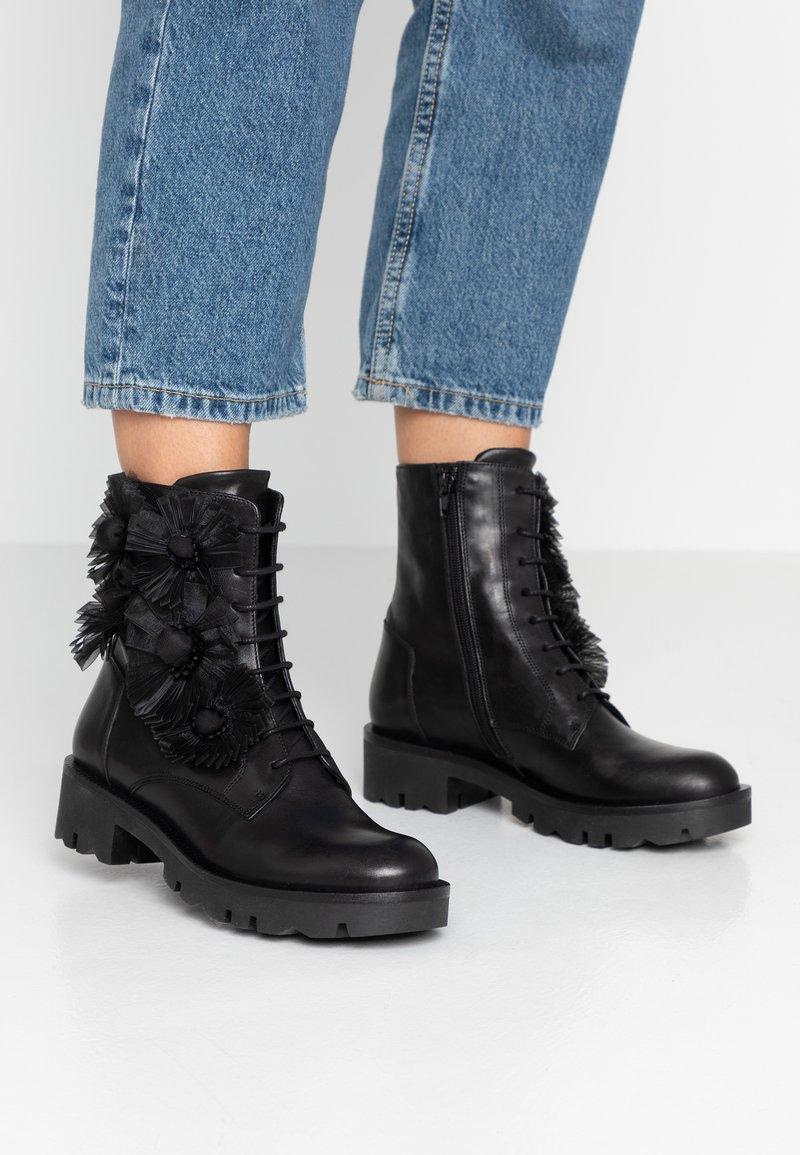 Tosca Blu - DIANE - Cowboy/biker ankle boot - nero