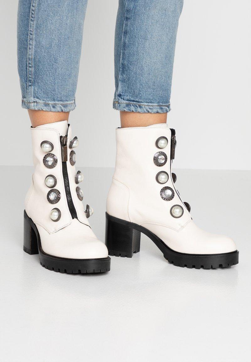 Tosca Blu - KATE - Platform ankle boots - bianco