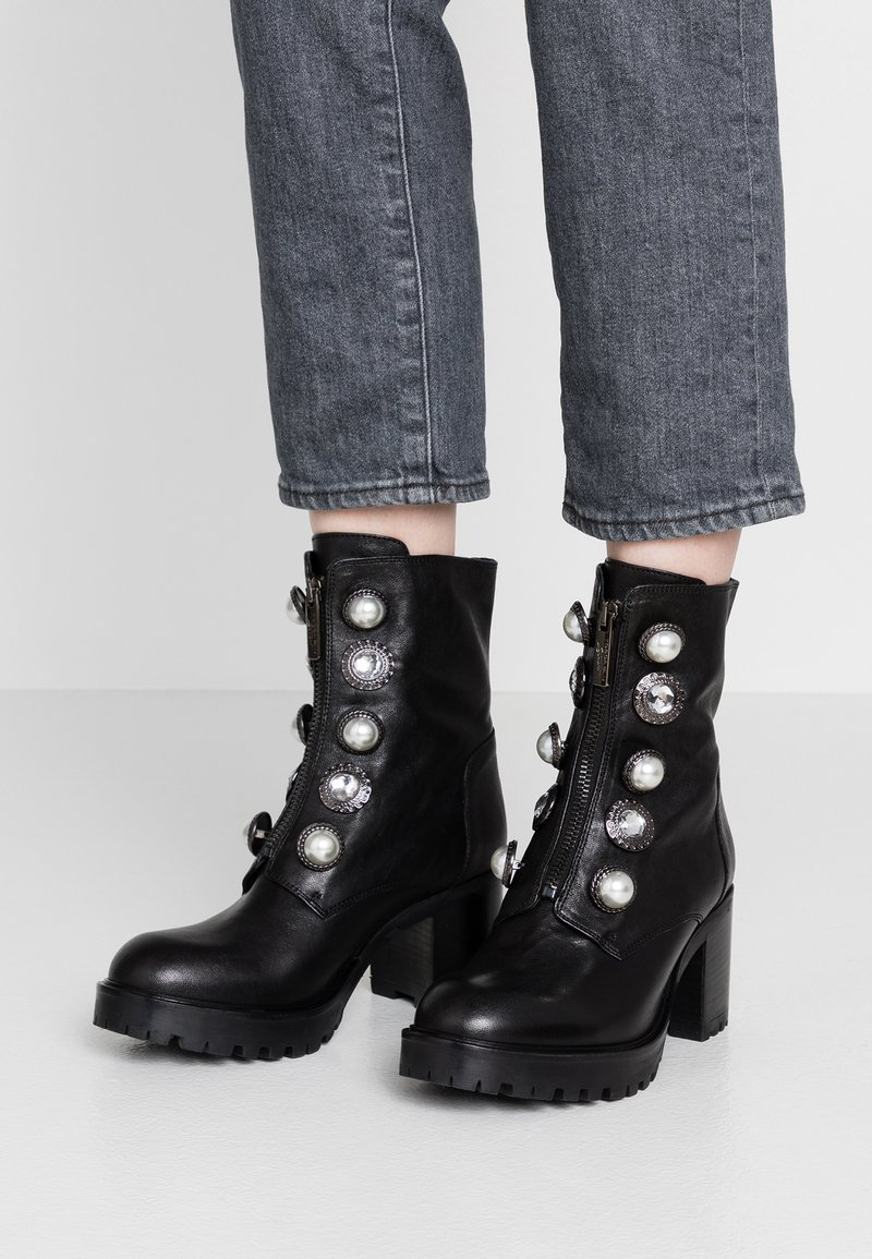 Tosca Blu - KATE - Kotníkové boty na platformě - nero