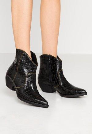 SOFY - Kotníková obuv - nero