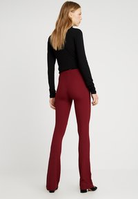 Topshop Tall - EXCLUSIVE SKINNY FLARE - Stoffhose - cabernet - 2