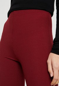 Topshop Tall - EXCLUSIVE SKINNY FLARE - Stoffhose - cabernet - 4