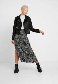 Topshop Tall - CRYSTAL PLEAT - Pleated skirt - mono - 1