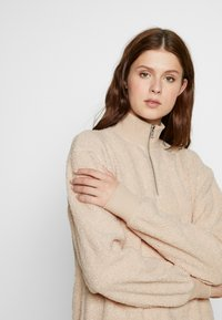 Topshop Tall - CURLY ZIP UP FUNNEL - Fleece jumper - stone - 3