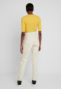 Topshop Tall - MOM - Jeans Relaxed Fit - ecru - 2