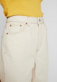 Topshop Tall - MOM - Jeans Relaxed Fit - ecru - 3