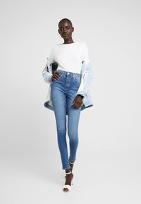 Topshop Tall - JAMIE - Jeans Skinny Fit - blue denim - 1