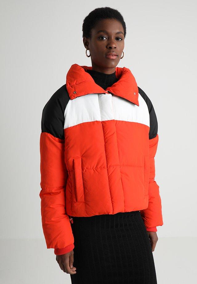 FERGIE - Zimní bunda - red
