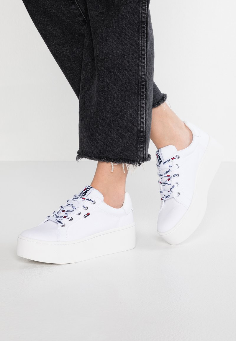 Tommy Jeans - FLATFORM - Trainers - white