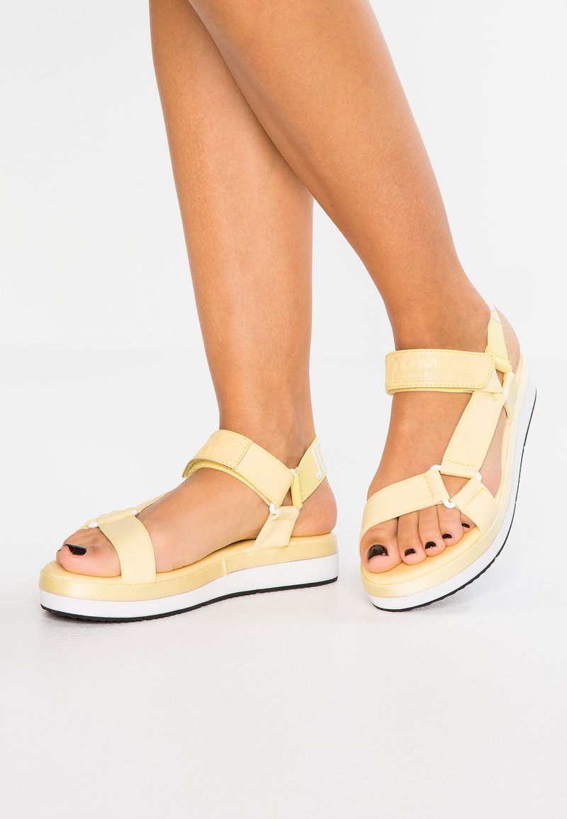 Tommy Jeans - FRESH MODERN  - Sandály na platformě - yellow