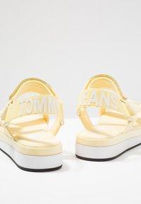 Tommy Jeans - FRESH MODERN  - Sandály na platformě - yellow - 7