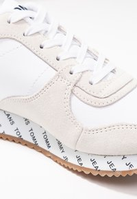 Tommy Jeans - CASUAL - Joggesko - white - 2