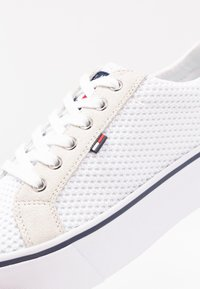 Tommy Jeans - CITY - Baskets basses - white - 2