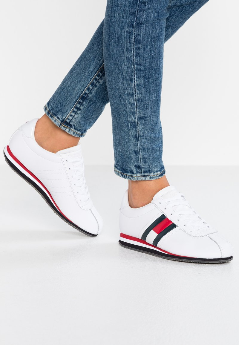 Tommy Jeans - RETRO FLAG - Trainers - white